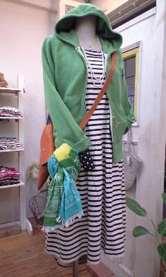 Comitto&amp;Co.のボーダーワンピと、w <br />  closetのベストで春の着まわし